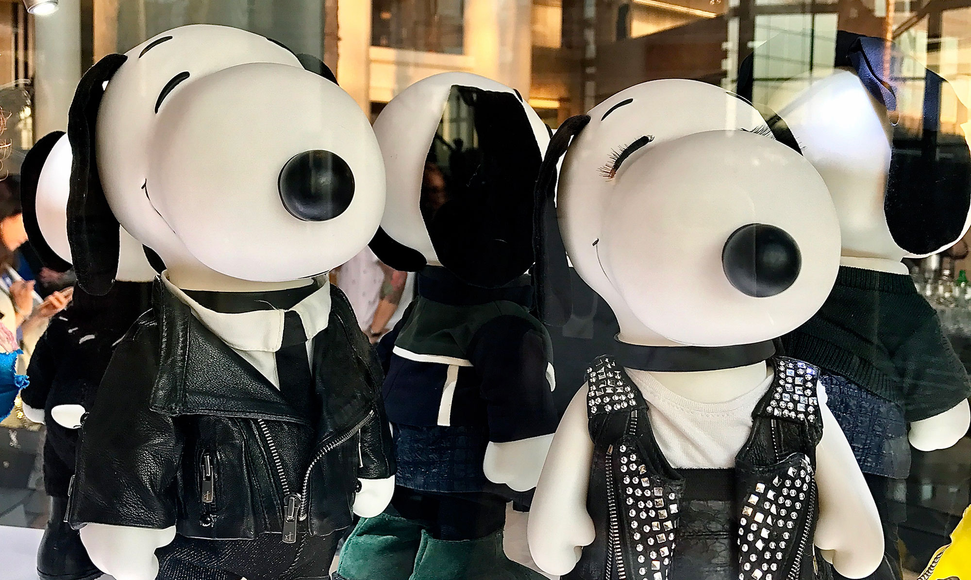 """NYC welcomes """"Snoopy & Belle in Fashion"""" Exhibit"""